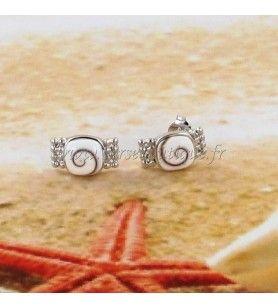 Boucles d'oreilles clous oeil de Sainte Lucie carré et ruban façon perles en argent