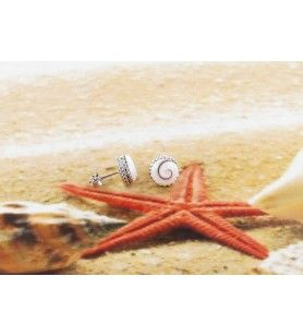 Boucles d'oreilles clous avec oeil de Sainte Lucie rond et contour façon chaine en argent